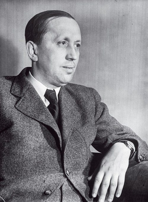 Karel-Capek-Czech-writer.jpg